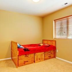 łóżko drewniane ze skrzynią