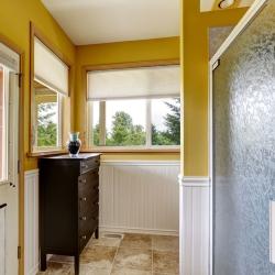 łazienka ze ścianą