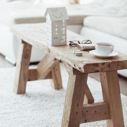 ława w salonie jako stolik do kawy