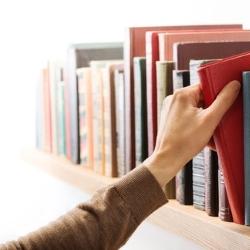 połka z książkami
