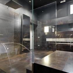 szklana ściana działowa w łazience