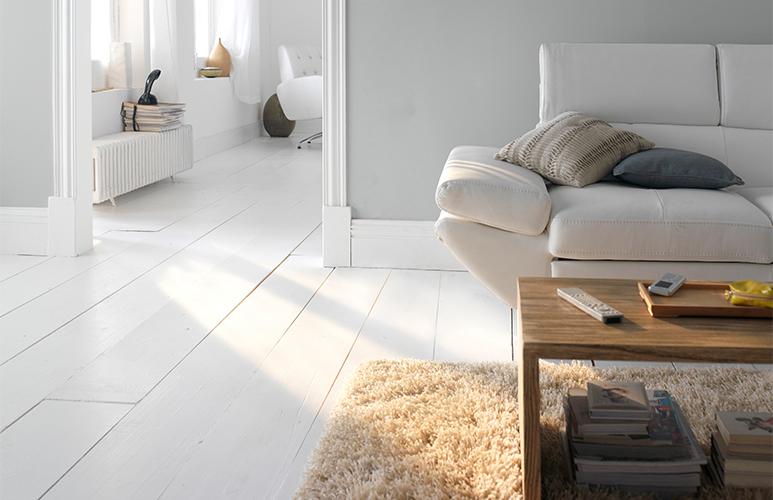 jasne ściany i podłogi